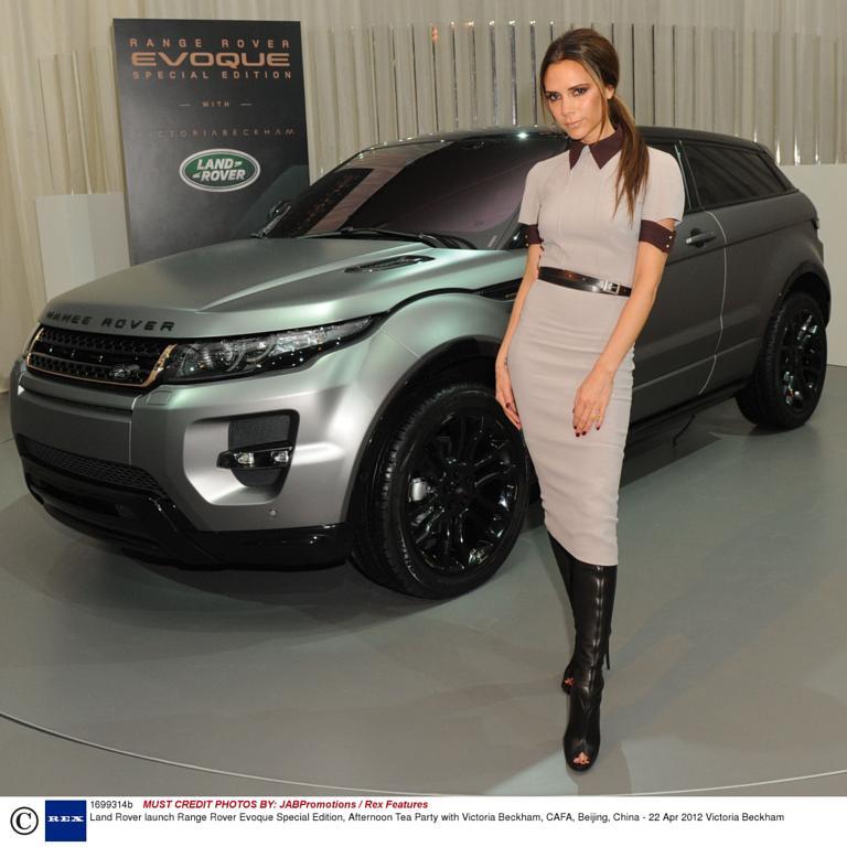 http://digitalspyuk.cdnds.net/12/17/768x768/gallery_showbiz_victoria_beckham_range_rover.jpg