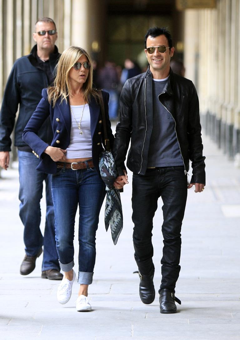 Jennifer Aniston And Her Boyfriend Justin Theroux Walking Ping In The Place Des Vosges Area