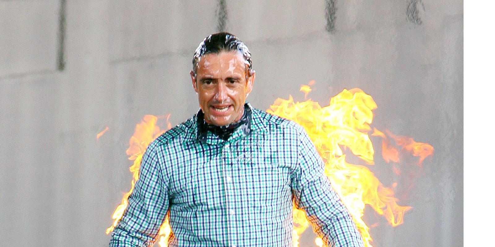 richard hammond set on fire for 39 crash course 39 pictures. Black Bedroom Furniture Sets. Home Design Ideas