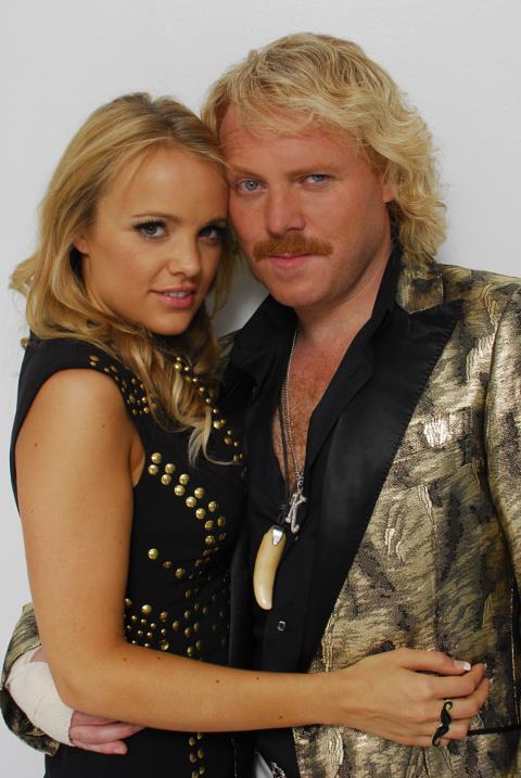 laura aikman and leigh francis relationship poems