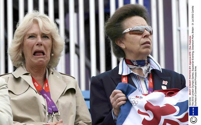 Những khoảnh khắc hài hước không đỡ nổi của bà Camilla - mẹ chồng thị phi nhất Hoàng gia Anh, đã xem là không thể không cười - Ảnh 9.