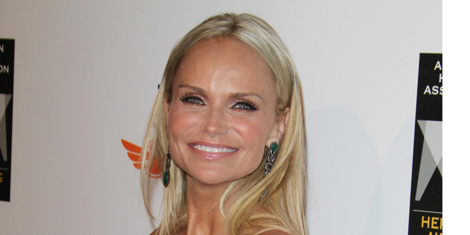 kristin chenoweth still recovering from onset accident