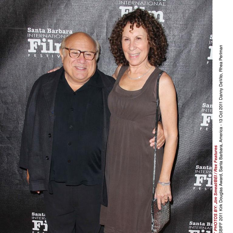 10 Celebrity Couples Who Have Stayed Married - Healthy Celeb |Danny Devito Rhea Perlman