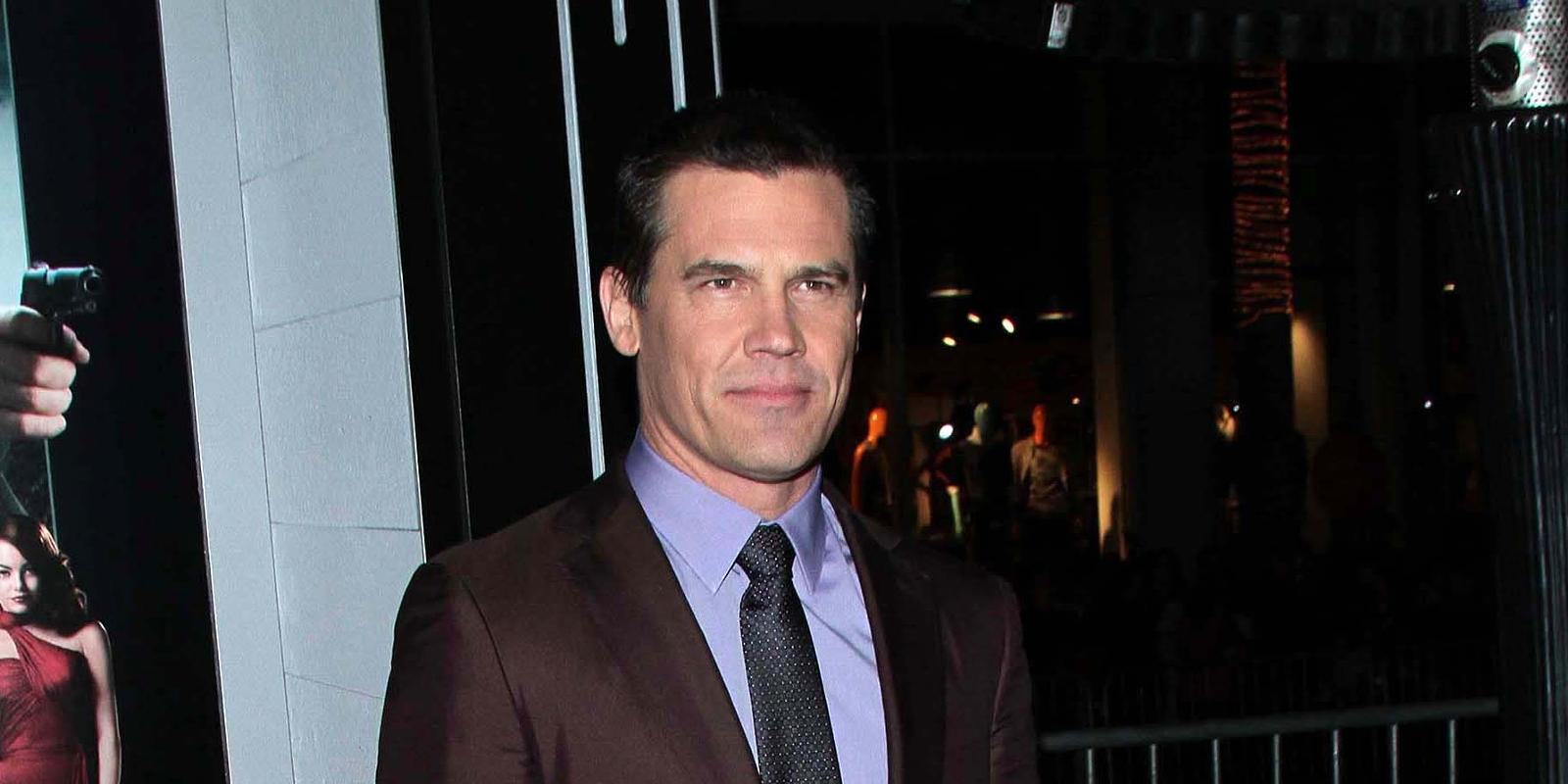 superman vs batman josh brolin confirms bruce wayne talks