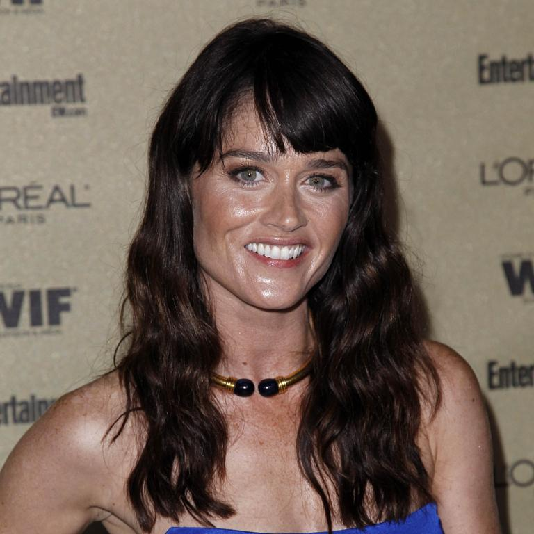 'The Mentalist' star Robin Tunney engaged to boyfriend ...