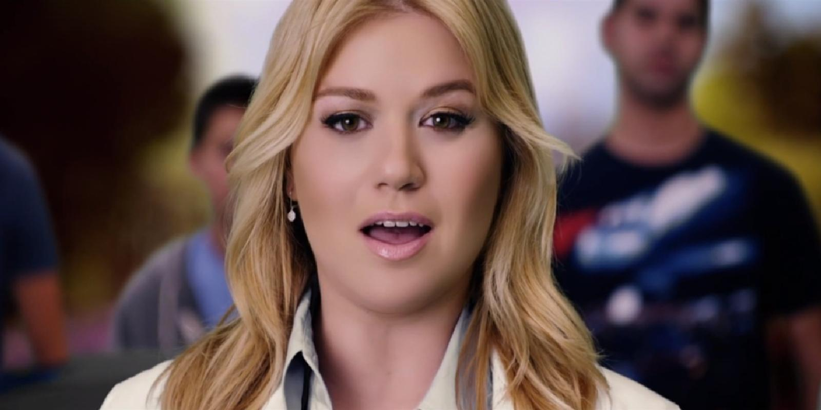 Kelly Clarkson Debuts New Single 'People Like Us' Music