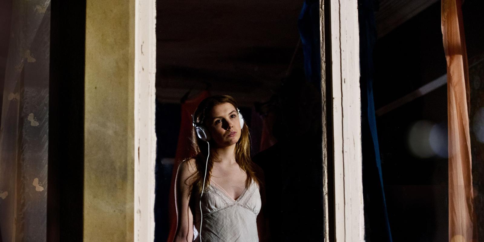 Skins season 1 episode cassie : Hum tumhare sanam movie song mp3
