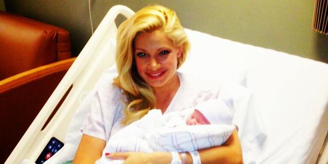 Big Brother Usa S Janelle Pierzina Welcomes New Baby Boy