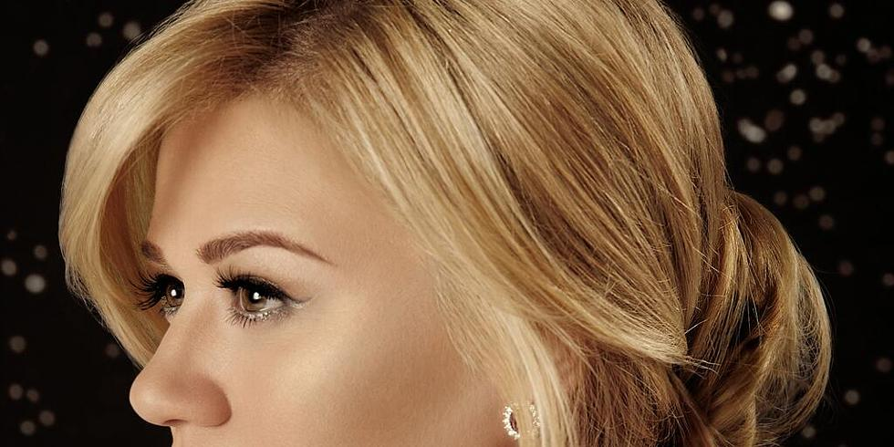 Kelly Clarkson premieres Christmas song \'Underneath the Tree\' - listen