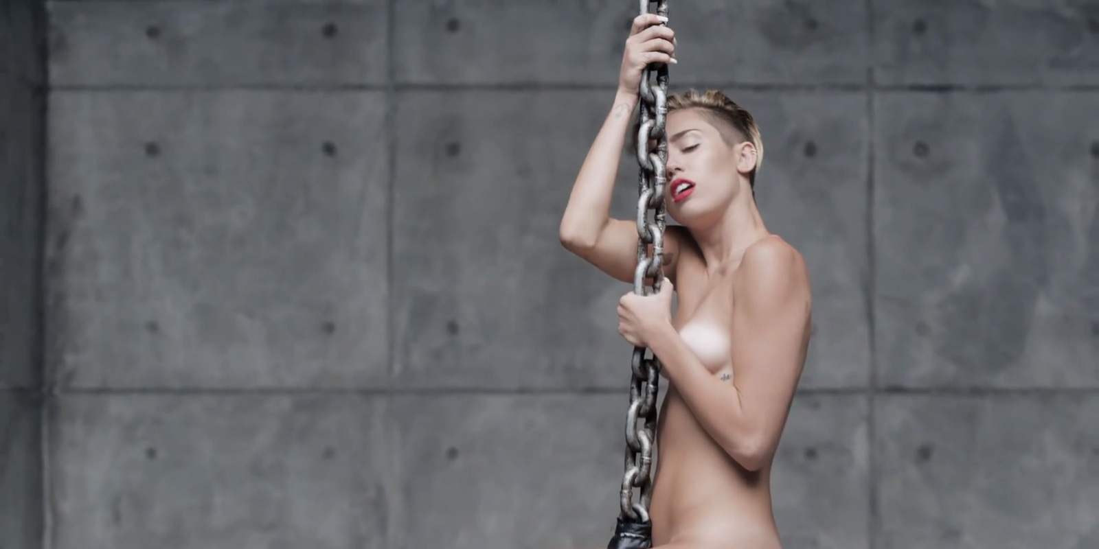 Miley cyrus nude wrecking ball