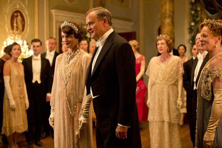 elizabeth mcgovern as cora and hugh bonneville as robert earl of grantham in downton abbey - Downton Abbey Christmas Special