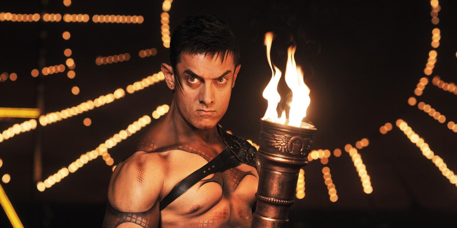 dhoom 3 review: aamir khan is spellbinding