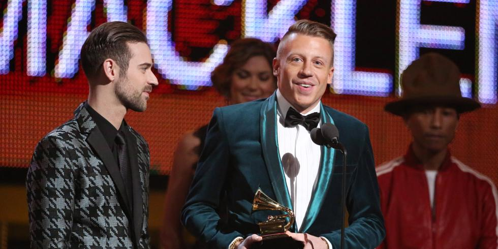 Grammy Awards 2014: Taylor Swift dazzles with \'All Too Well\' - video