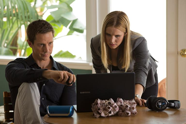 Jason Dohring as Logan and Kristen Bell as Veronica in Veronica Mars