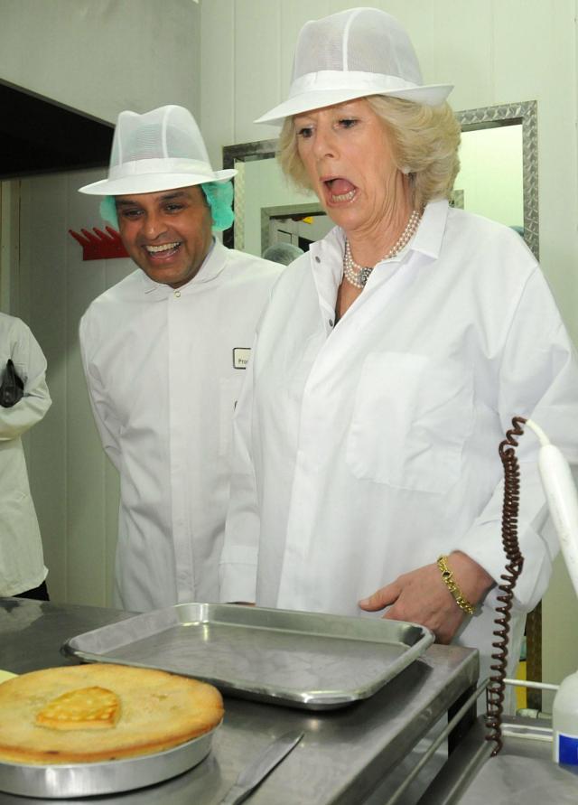Những khoảnh khắc hài hước không đỡ nổi của bà Camilla - mẹ chồng thị phi nhất Hoàng gia Anh, đã xem là không thể không cười - Ảnh 8.