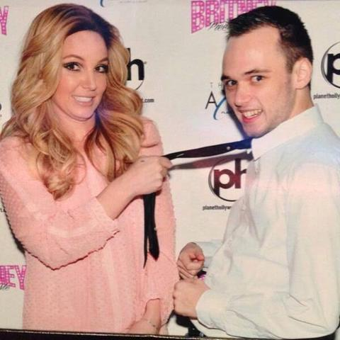 Youre not alone avril 13 more awkward celebrity meet and greets britney spears awkward fan photo m4hsunfo