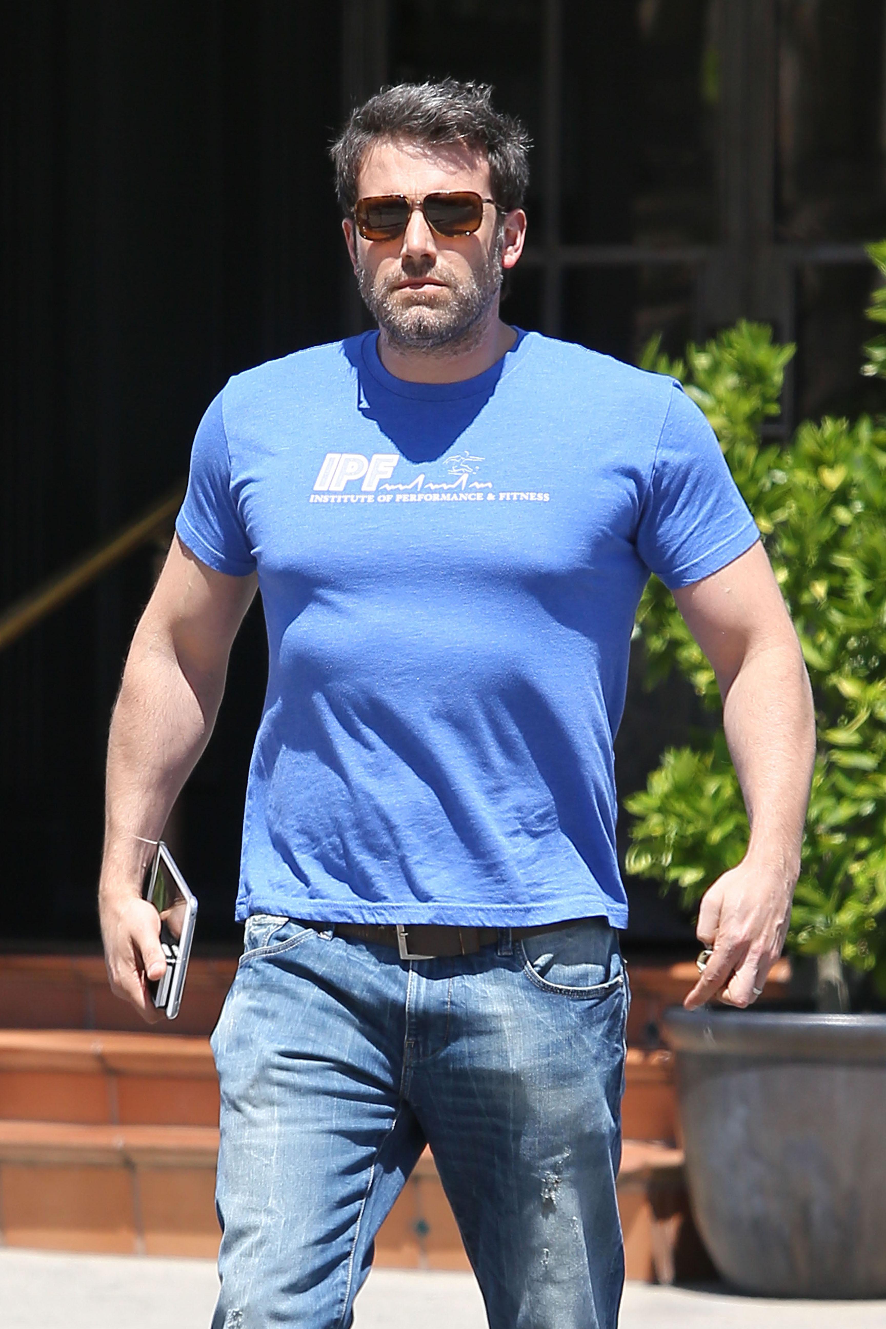 Ben affleck reveals huge weight gain for batman role for Built for war shirt