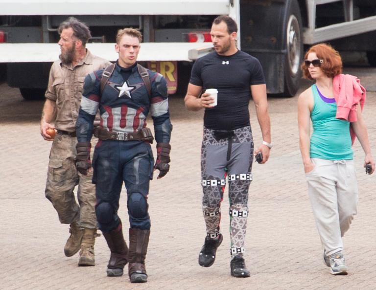 http://digitalspyuk.cdnds.net/14/26/768x593/gallery_avengers-stunt-doubles.jpg