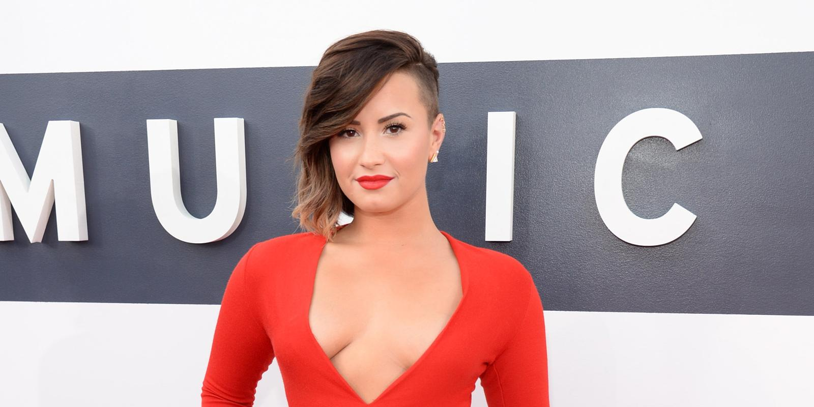 """Kelly Clarkson Pussy Pics Cool demi lovato covers up """"vagina tattoo"""" with rose: see the picture"""