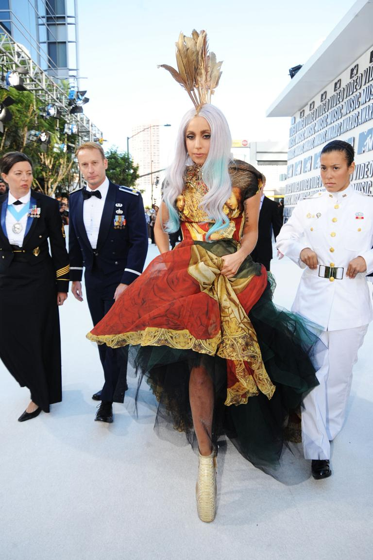 Lady Gaga bought Daphne Guinness'- record-breaking McQueen dress ...