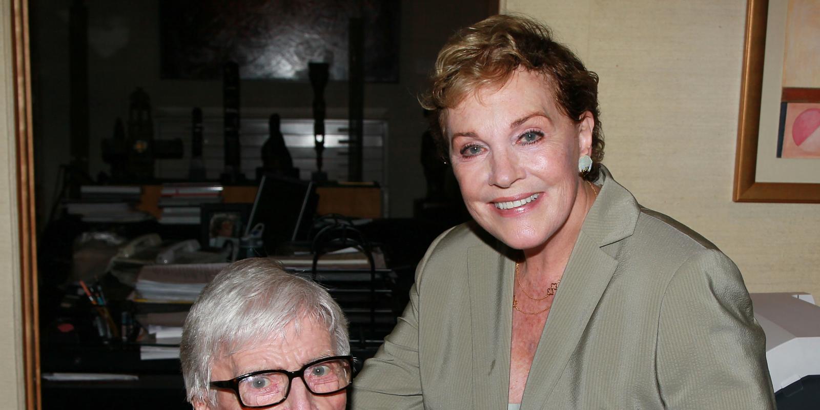 Julie Andrews 39 I 39 M Still Dealing With Death Of Husband