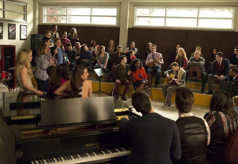 Glee Recap Bid An Emotional Farewell In Series Finale Dreams Come