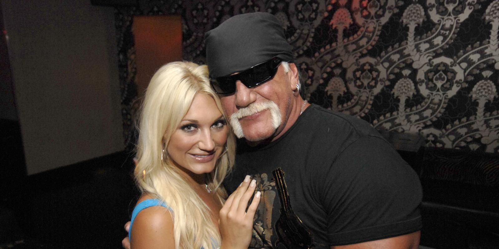 Hulk Hogan is apparently in talks with the WWE to return at WrestleMania 33