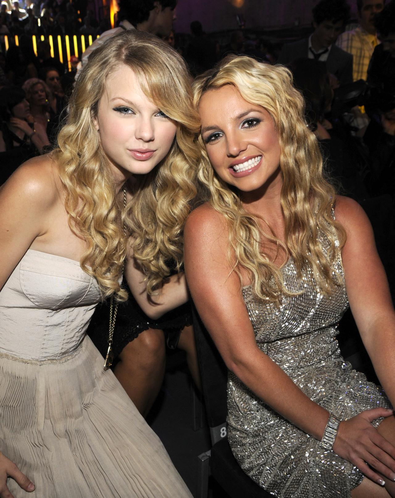 Lauren Mayberry Facebook Gallery Showbiz Britney Spears Taylor Swift Mtv Vma