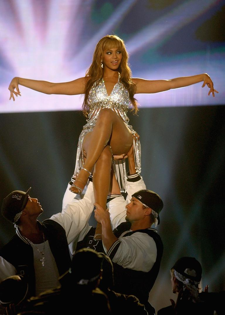 Beyonce Feat Sean Paul Baby Boy Live MTV EMA 2004