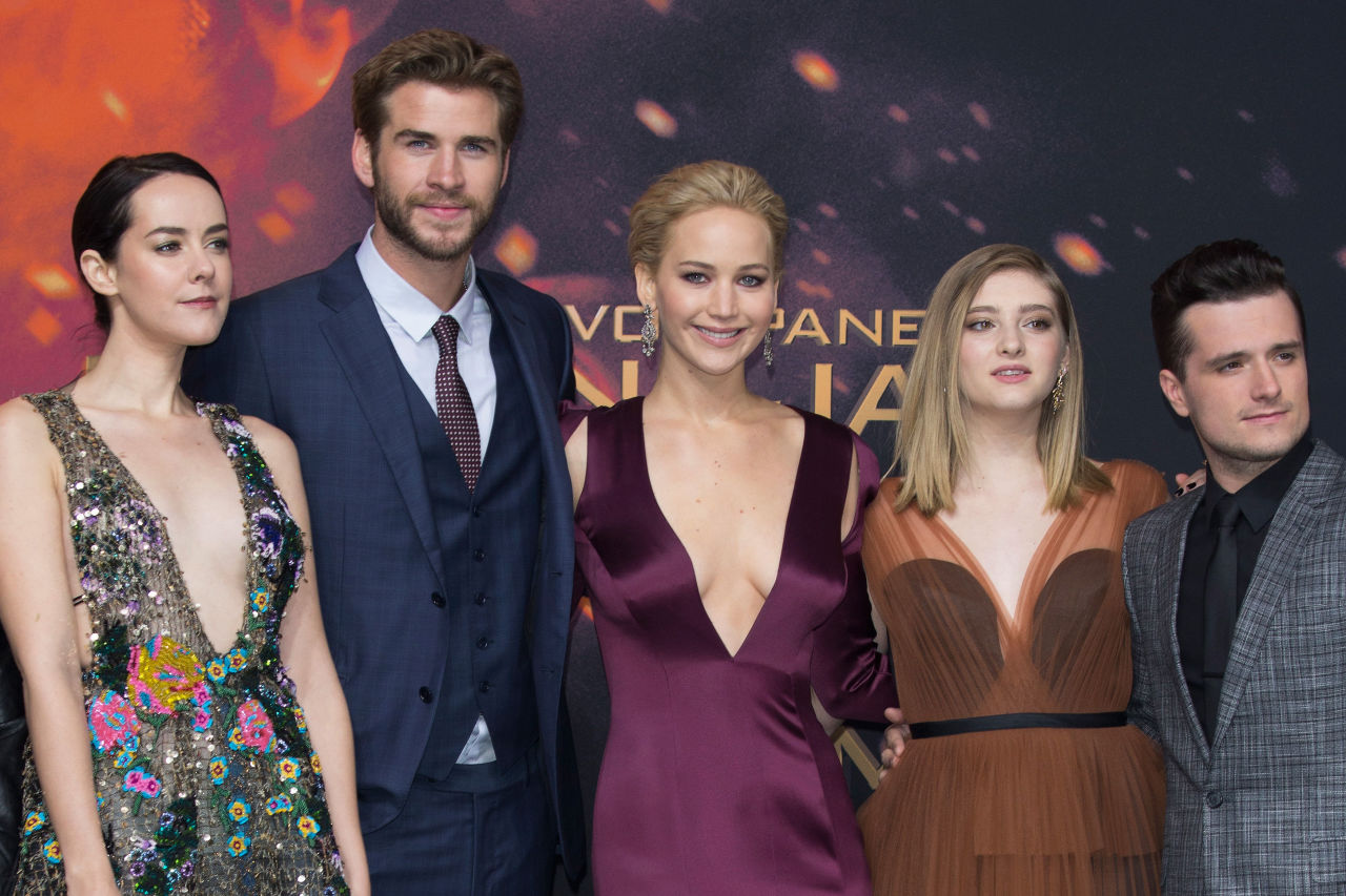Jennifer Lawrence Stuns at Premiere for the Hunger Games ...