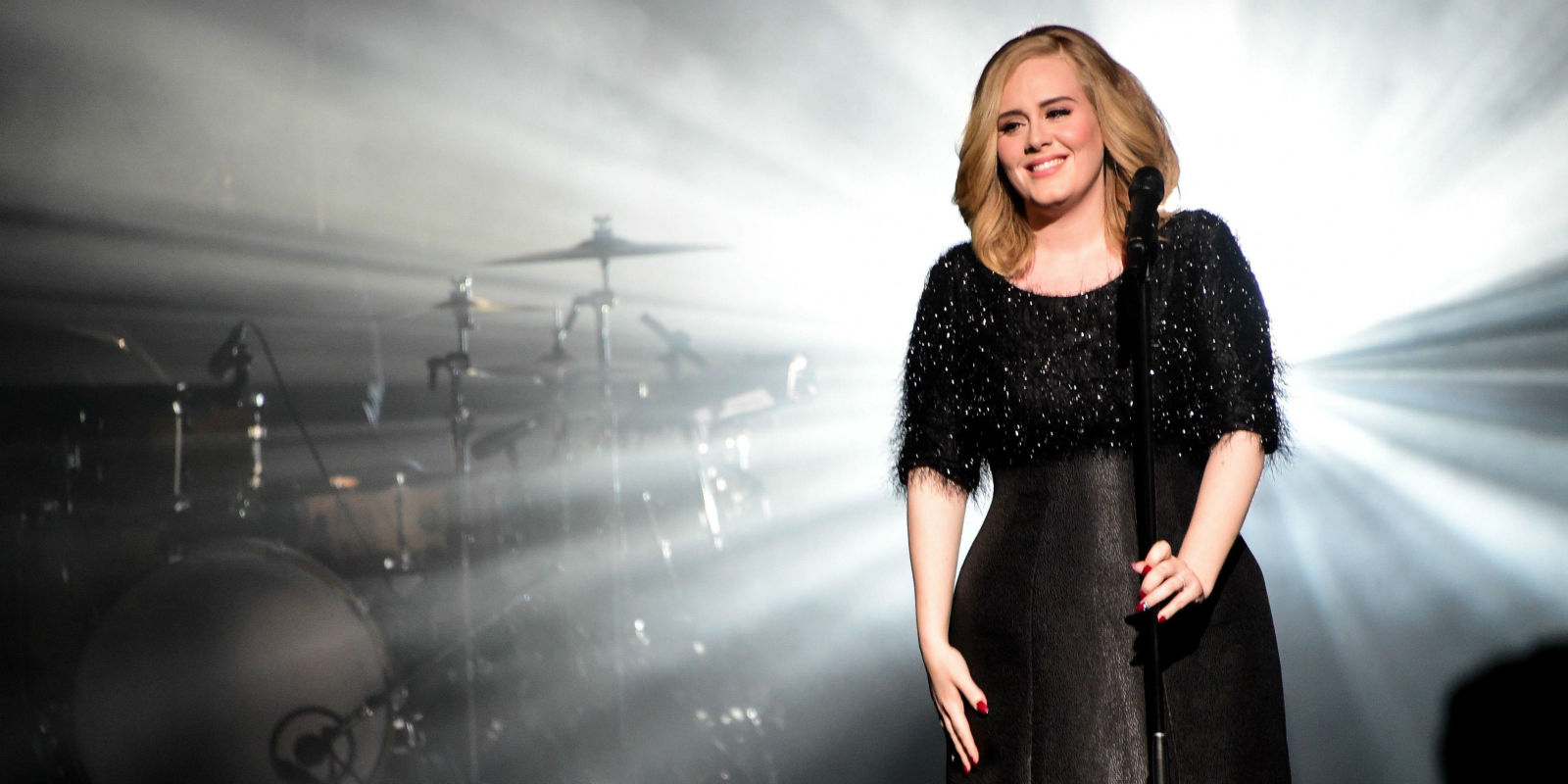 Adele's 'Hello' Holds On To No.1 For A Third Consecutive Week