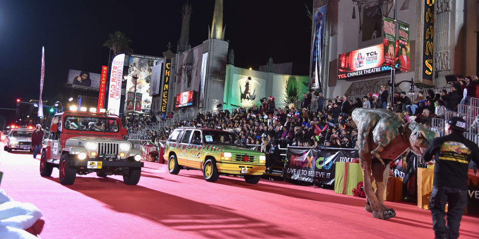 The Hollywood Christmas Parade goes ahead after 'suspicious item ...