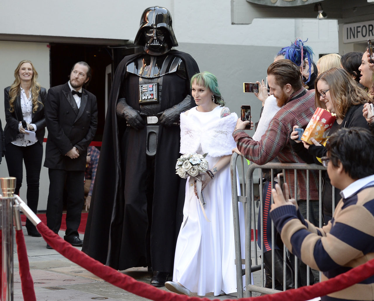 The Force Awakens True Love For These Star Wars Fans Who Got Married ...