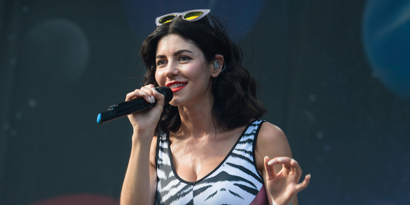marina and the diamonds criticises the sickening brit