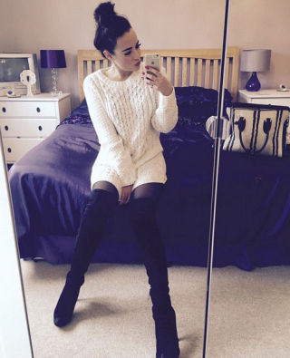 Stephanie Davis bedroom selfie