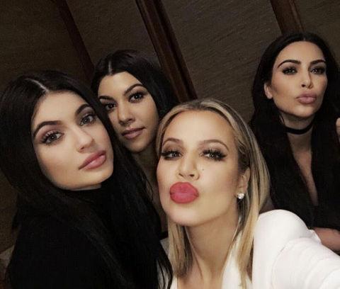 Khloe Kardashian pout selfie