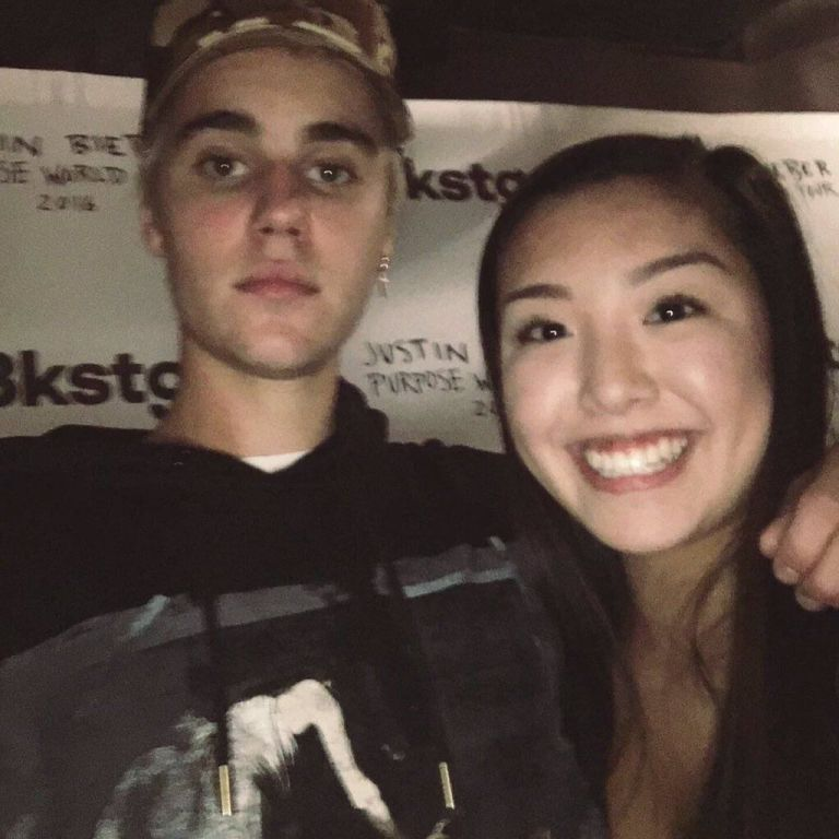 Cheer up justin bieber looks bored silly in 2000 meet and greet justin bieber meet and greet m4hsunfo