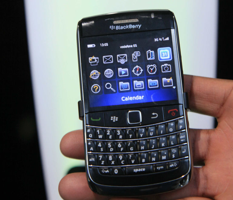 12 things you\'ll only know if you owned a \'00s BlackBerry, like how ...