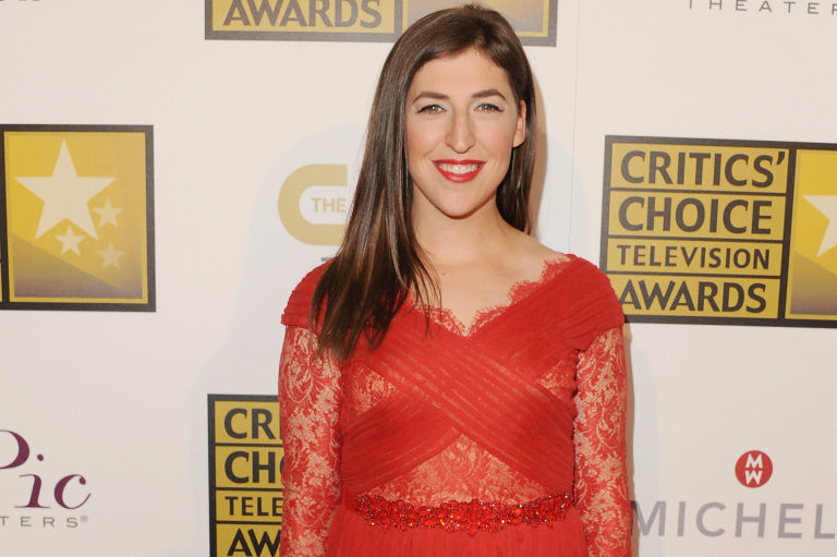 2. Actress Mayim Bialik has an actual neuroscience PhD in real life