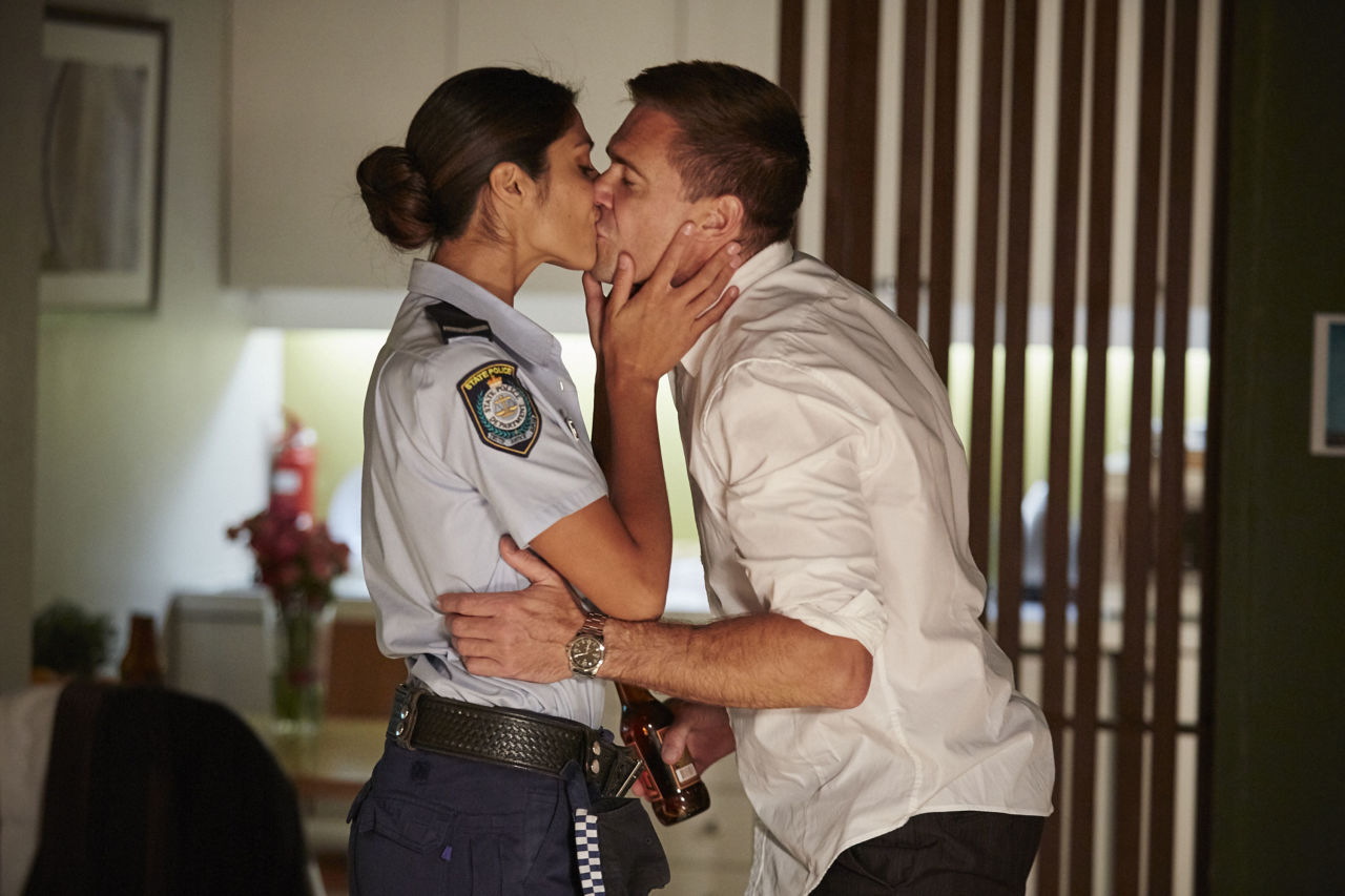 Loving home and aways pia miller posted a pic of herself kissing son lennox