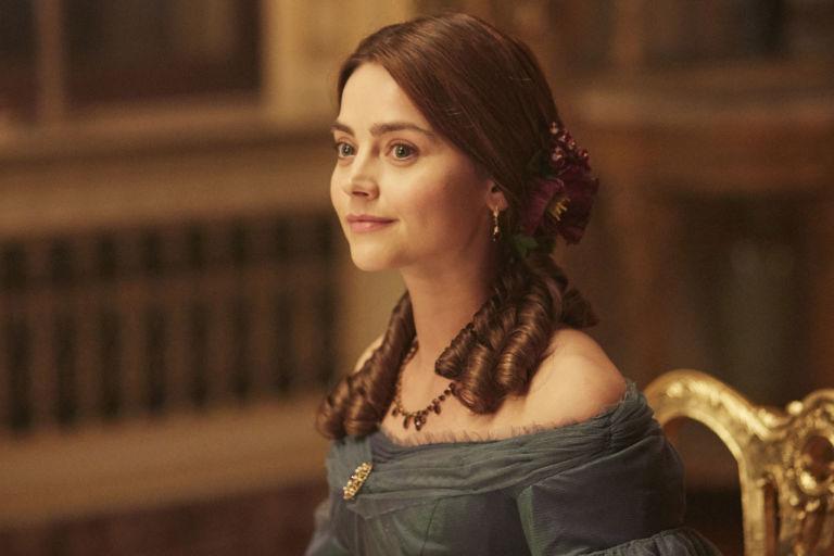 The Queen in ITV's Victoria, s01e04