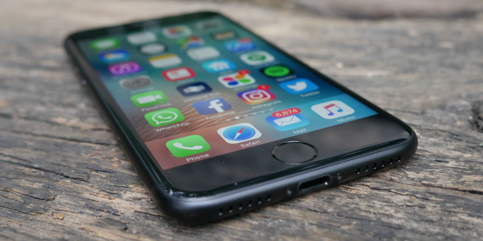 Who wants a free iPhone 6S? Here\'s how you can get one