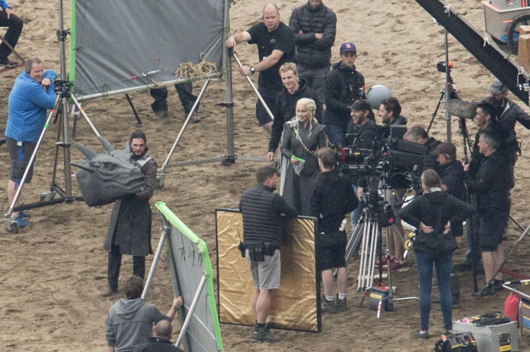 Game of Thrones, set filming, Emilia Clarke and Kit Harington