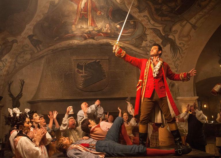 Luke Evans como Gaston, a beleza ea besta