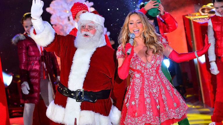 Mariah Carey stuns with the most festive performance of 'All I ...