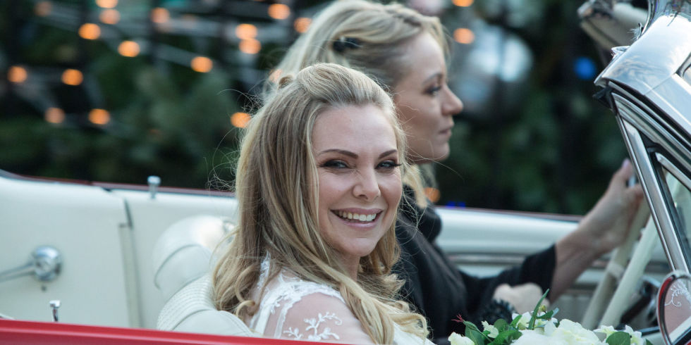 Ronnie And Roxy Mitchell Travel To The Wedding In Eastenders