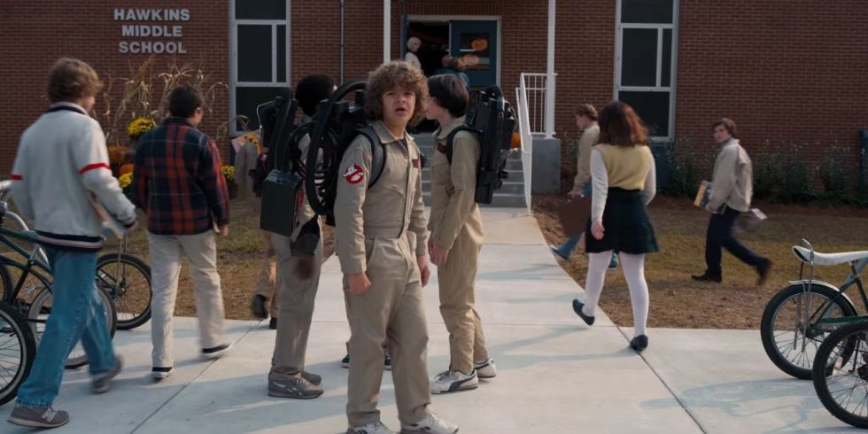 http://digitalspyuk.cdnds.net/17/06/980x490/landscape-1486384286-stranger-things-season2-trailer-ghostbusters-reference.jpg