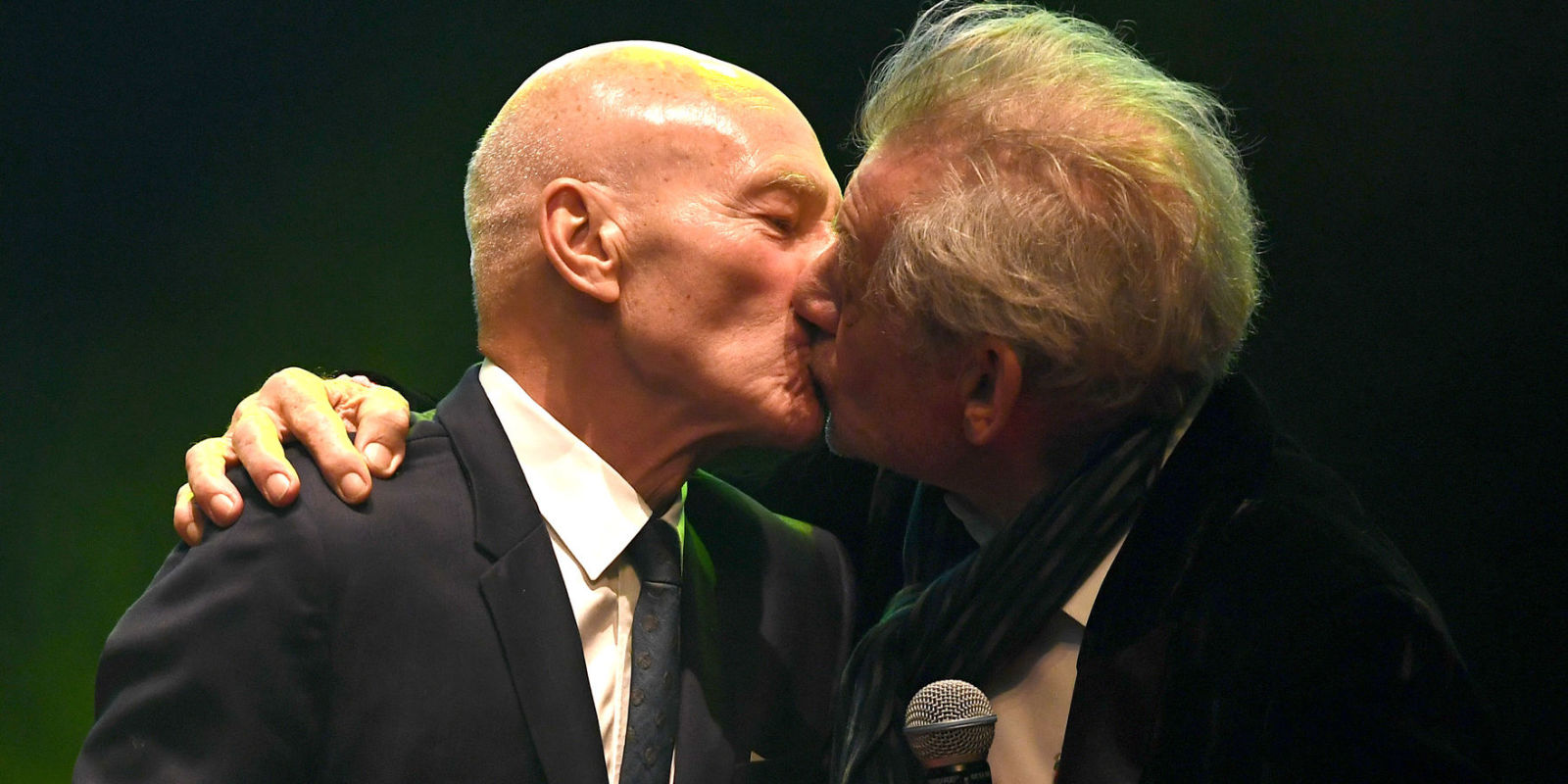 Sir Patrick Stewart reveals his favourite actor to kiss - BT |Ian Mckellen Patrick Stewart Kiss