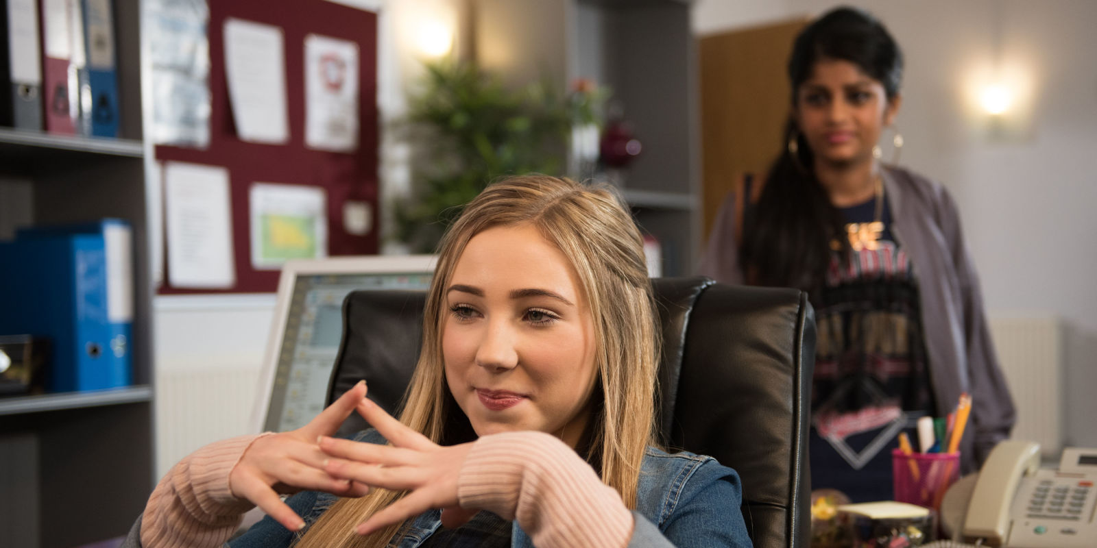 Hollyoaks First Look As Peri Lomax Clashes With Newcomer