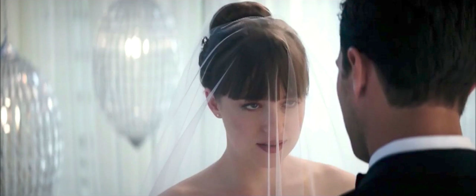 First look at fifty shades freed reveals ana and christian for Cocktail 50 nuances de grey